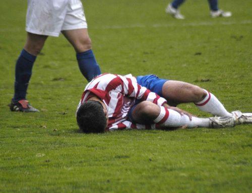 Körperverletzung im Zuge eines Fußballspiels – Anspruch auf Schmerzengeld und Haftung des Verursachers